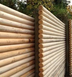 Skandináv típusú rúdfa kerítés