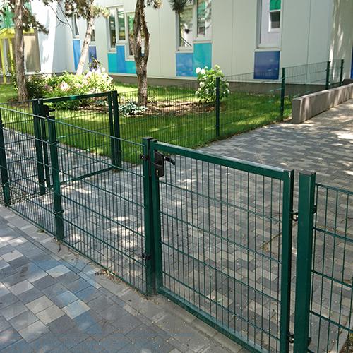 Zöld egyszárnyú kapuk