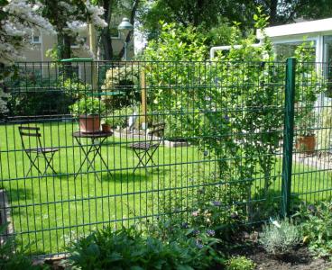 Sérült kerítéstáblák